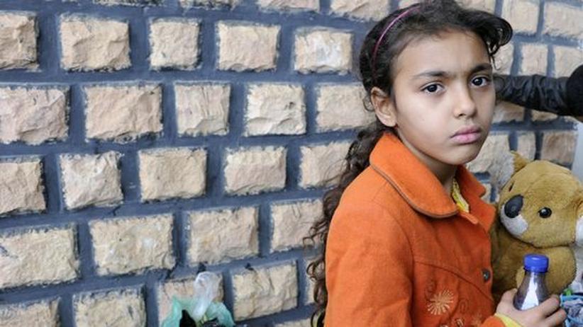 Migrationspolitik: Ein marokkanisches, aus Libyen geflüchtetes Mädchen im Choucha Flüchtlingslager nahe der tunesischen Grenze