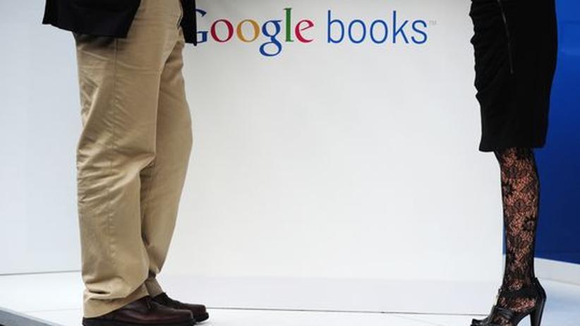 Google Books: Am Google Books Stand auf der Frankfurter Buchmesse im Herbst vergangenen Jahres. Nicht nur für Google sind ungeklärte Urheberrechte ein Problem. Ein Gesetz könnte eine für alle Parteien befriedigende Lösung bringen.