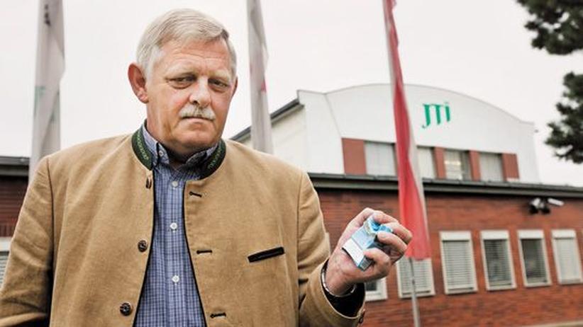 Privatisierung: Bürgermeister Karl Kindl vor der Tabakfabrik in Hainburg