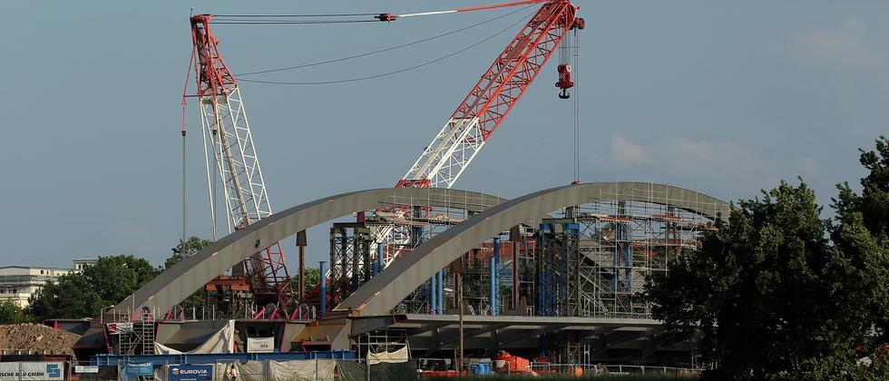 Bauarbeiten an der Waldschlößchenbrücke im Juni 2010