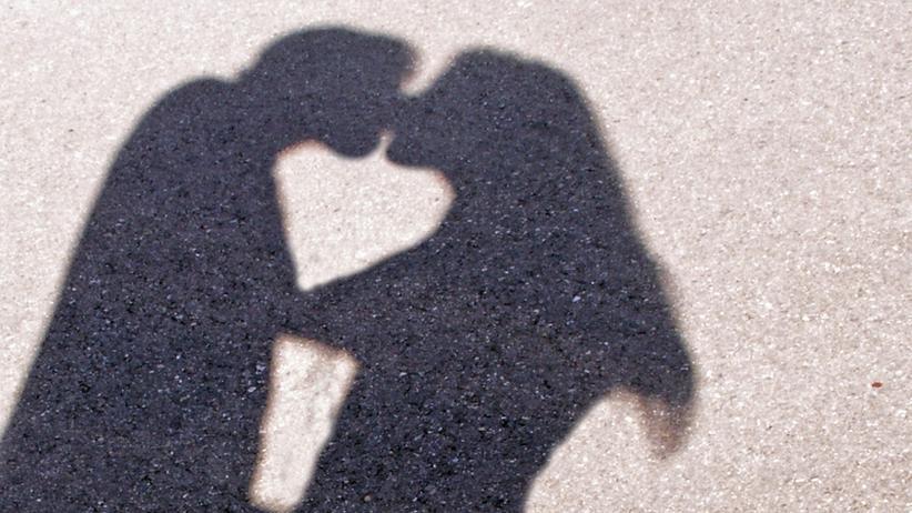 Schatten eines sich küssenden Paares