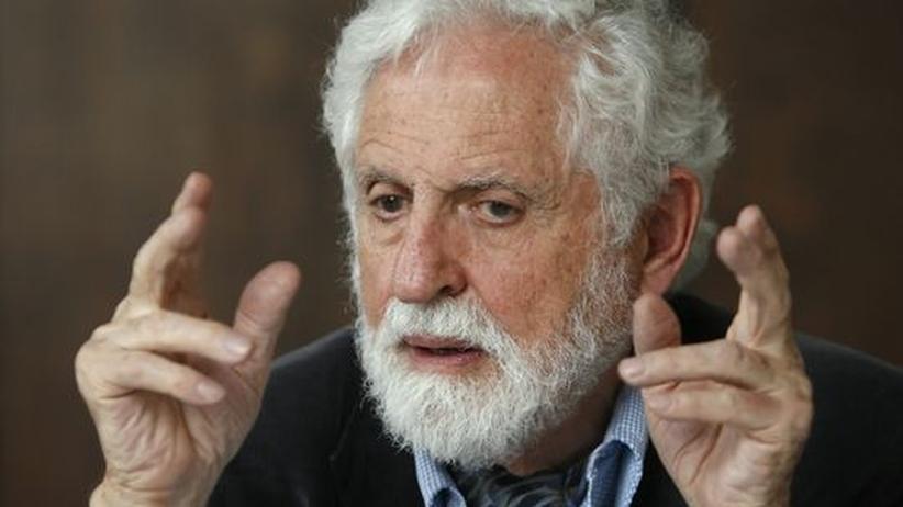 Carl Djerassi während einer Pressekonferenz im November 2008