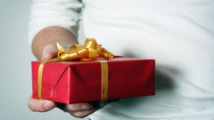 Liebeskolumne: Soll sie das Geschenk des Exmannes annehmen?