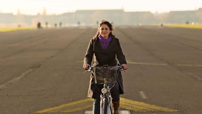 Annabel Wahba auf dem ehemaligen Flughafen Berlin-Tempelhof