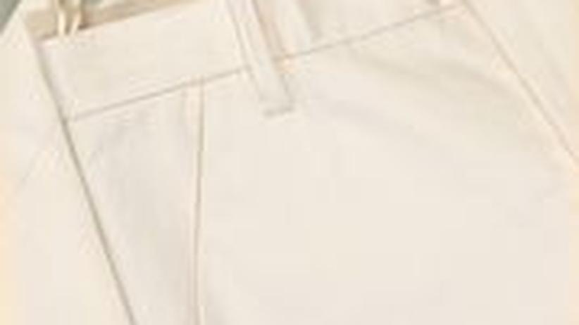Eine weiße Bermuda-Hose von Jil Sander – für 590 Euro