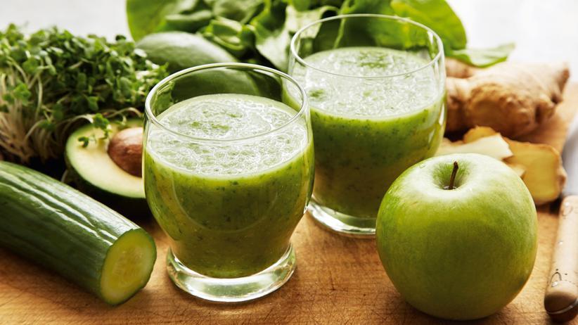 Grüner Smoothie mit Spinat und Sellerie