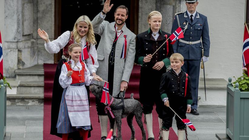 Mette-Marit mit Familie und Hund