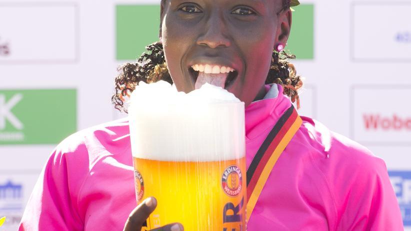 Die trinkende Frau: Warum Disziplin nicht das Wichtigste im Leben ist