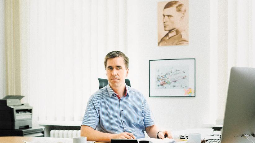 """Alternative für Deutschland: Dieter Stein, der Chefredakteur der """"Jungen Freiheit"""", in seinem Redaktionsbüro"""