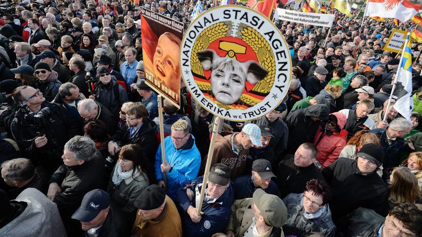 Pegida-Demonstranten im April 2015 in Dresden