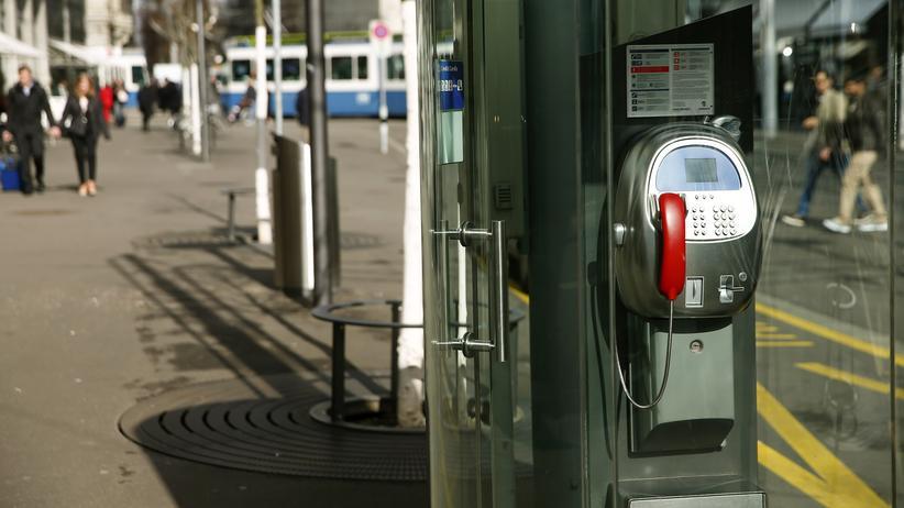 Service-Public-Initiative: Eine öffentliche Telefonzelle der Swisscom AG in Zürich.