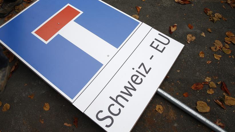 """Sackgassenschild mit der Aufschrift """"Schweiz - EU"""""""