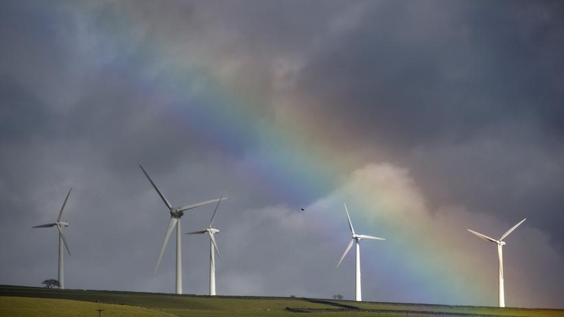Regenbogen und Windräder