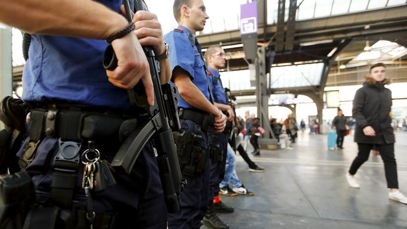 Schweizer Polizisten