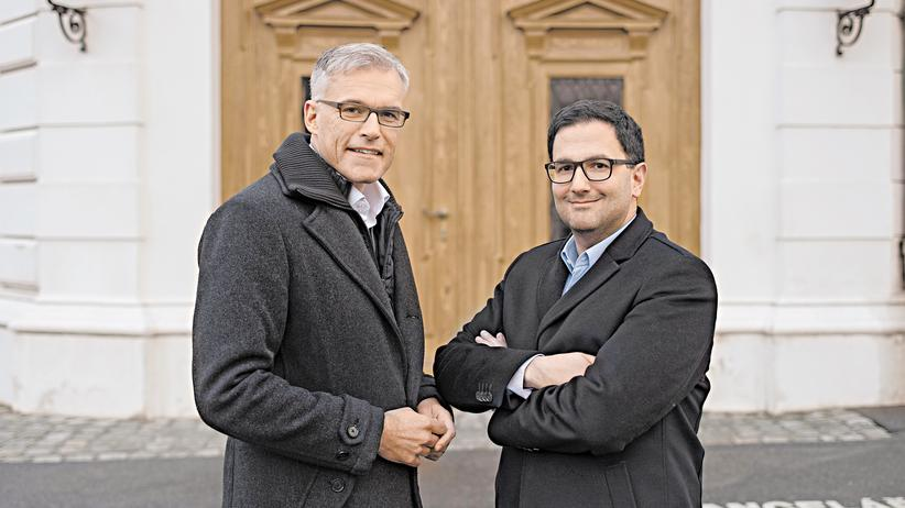 Wahl in Österreich: Lothar Lockl und Martin Radjaby vor der Wiener Hofburg