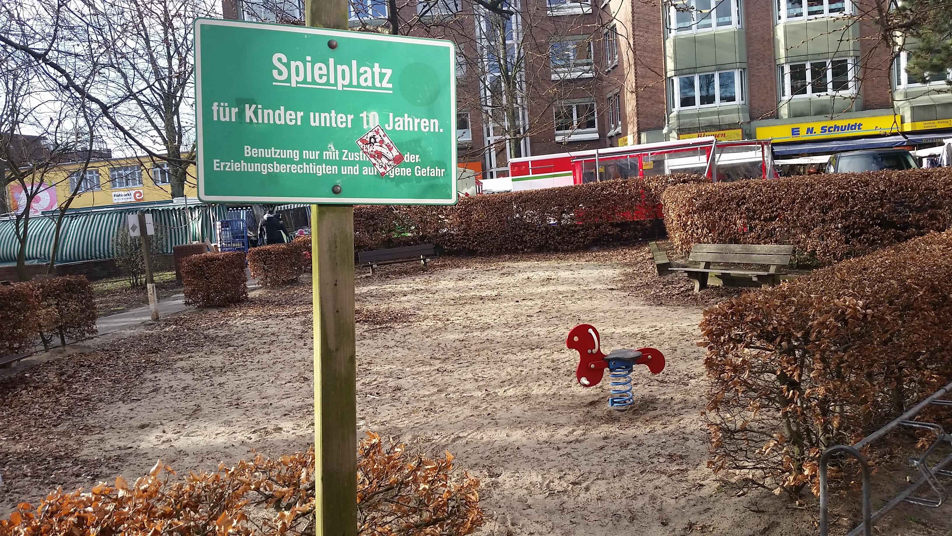 Da weiß man ja kaum, wo man anfangen soll. Der Fantasie sollen auf diesem Spielplatz am Eidelstedt-Center vielleicht einfach keine Grenzen gesetzt werden.