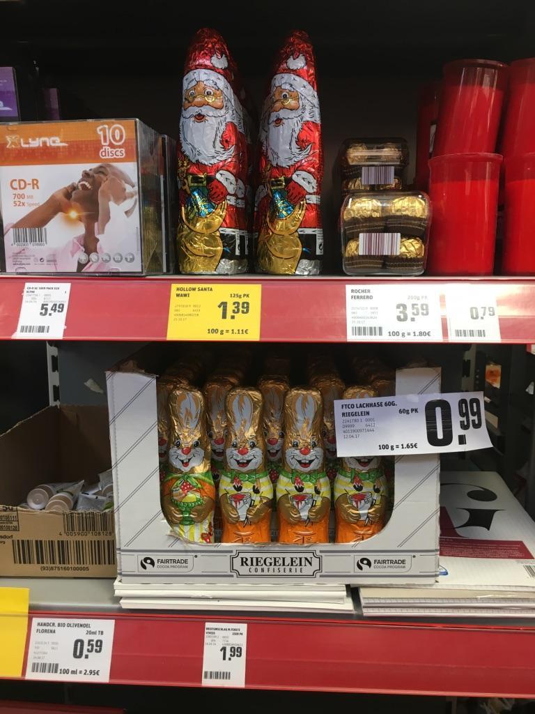Osterhasen machen den Weihnachtsmännern im Karoviertel jetzt schon Konkurrenz