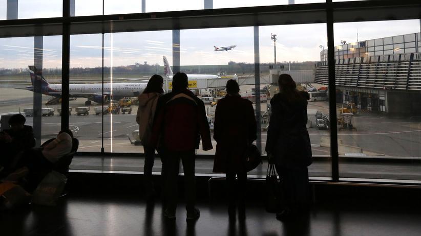 Flughafen Wien: Passagiere in der Abflughalle des Flughafen Wien-Schwechat
