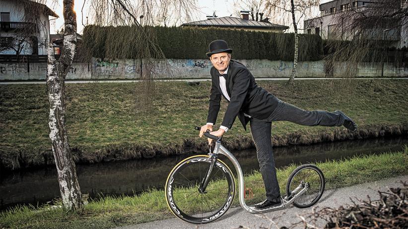 Jurek Milewski auf seinem Kickbike.