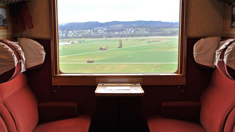 Schweizer Schienennetz: Historische Zug der SBB von Bern nach Kandersteg