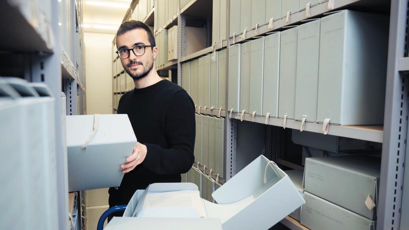 Historiker: Pierre Eichenberger, 33, im Archiv für Zeitgeschichte in Zürich