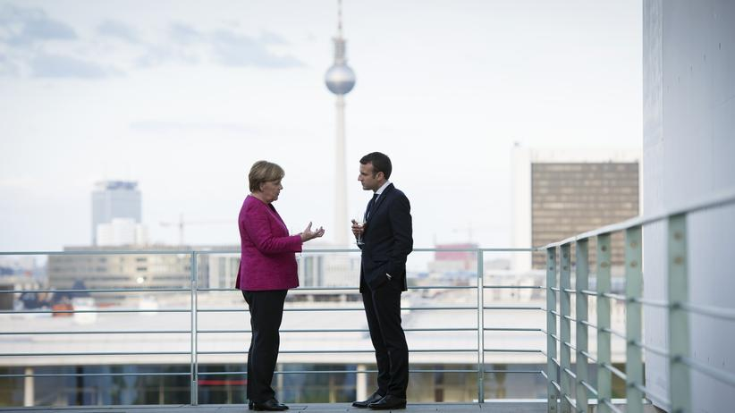 Frankreich: Der frisch gewählte französiche Präsident Emmanuel Macron trifft in Berlin auf Angela Merkel.