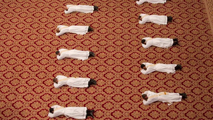 Frauen in der Kirche: Priesterweihe im Vatikan: Nur noch 32 Päpste abwarten, dann könnte es römisch-katholische Priesterinnen geben.