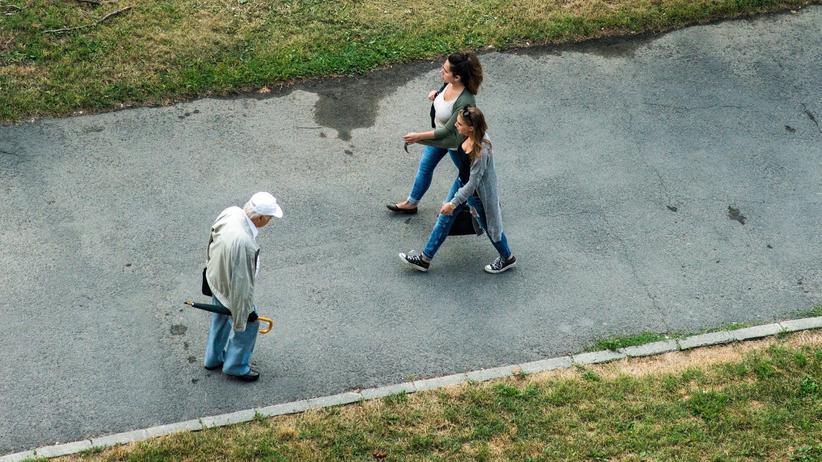 Rentenpolitik: In den sechziger Jahren finanzierten sechs Beitragszahler einen Rentner, heute leisten das zwei.