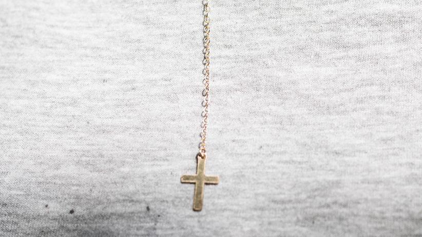 Religion: Umstrittenes Kreuz: Lehrer, Richter und Polizisten dürfen in Berlin keine sichtbaren religiösen Symbole tragen.