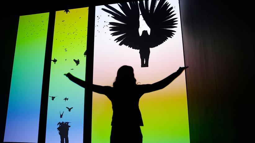 """Digitalisierung: Die Digitalisierung verändert unser Bild von uns selbst. Interaktive Kunstinstallation von Chris Milk in der Ausstellung """"Barbican's Digital Revolution"""" in London 2014"""