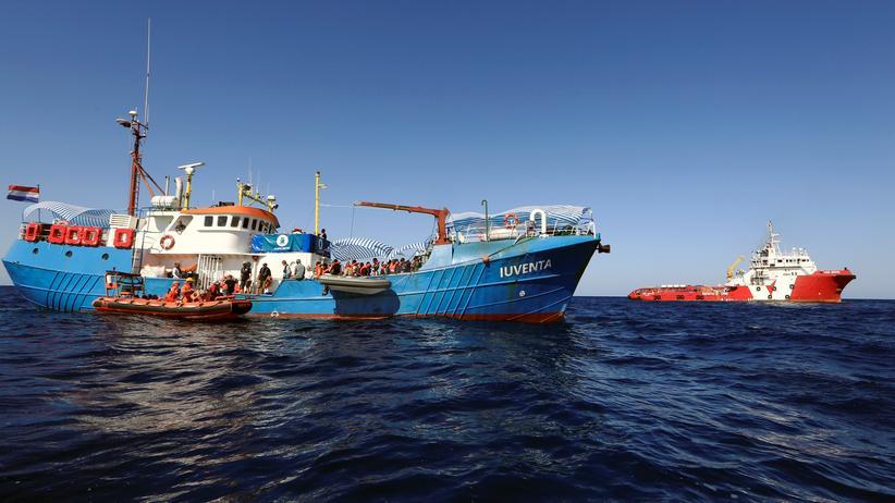 """Jugend rettet: Das  Rettungsschiff """"Iuventa"""" mit Flüchtlingen an Bord"""