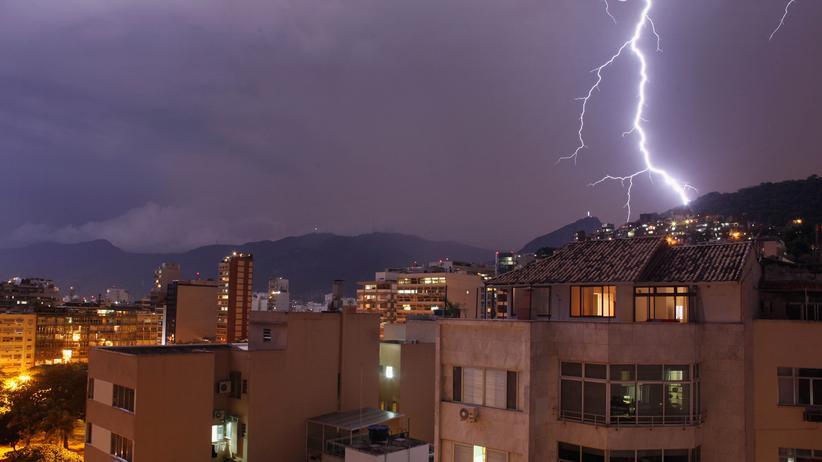 Unwetter: Weltweit hat sich die Zahl der Wetterereignisse, die Schäden anrichten, seit Beginn der 1980er Jahre etwa verdreifacht.