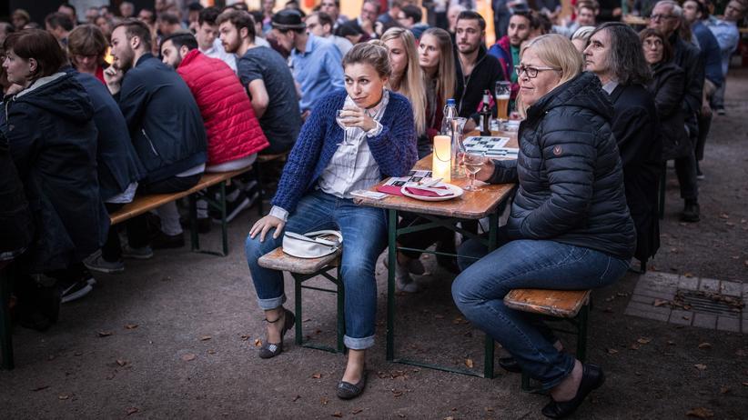 Wahlkampf: Public Viewing beim TV-Duell von Angela Merkel und Martin Schulz