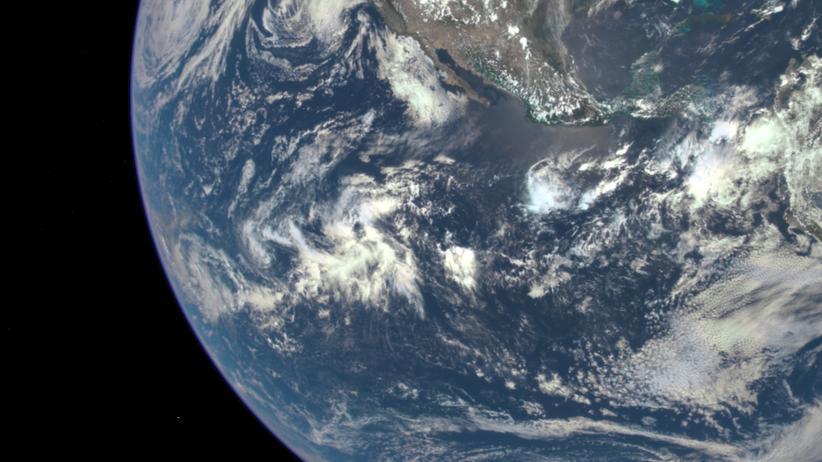 Erde: Ökosphäre aus dem All: Die belebte Umwelt wird immer stärker belastet.
