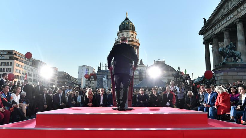 Martin Schulz: SPD-Kanzlerkandidat Martin Schulz auf einer Wahlkampfveranstaltung am Gendarmenmarkt in Berlin