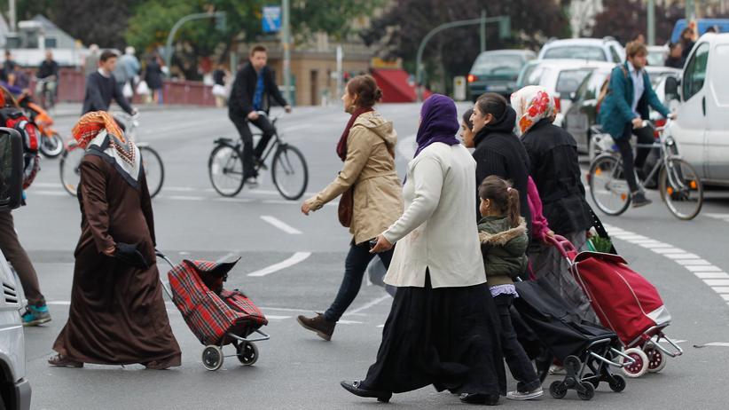 Muslime: Passanten im multikulturellen Berlin-Kreuzberg