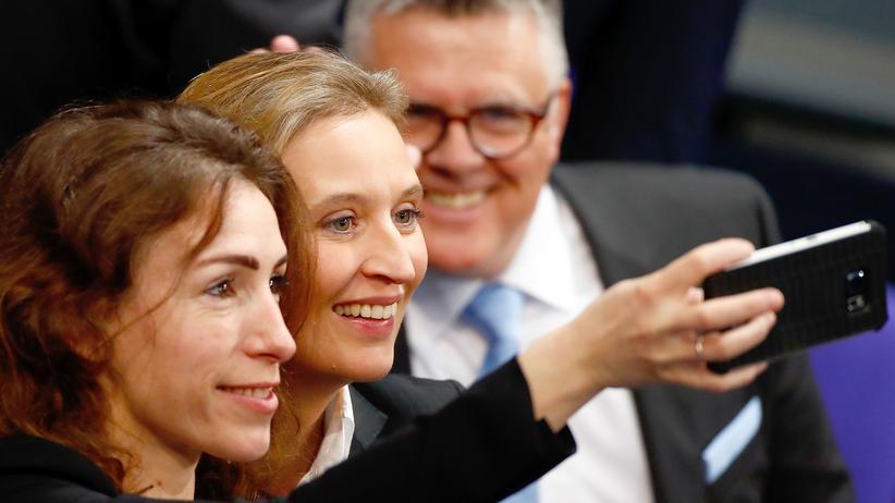 AfD: Alice Weidel (Mitte) bei der konstituierenden Sitzung des neuen Bundestags.