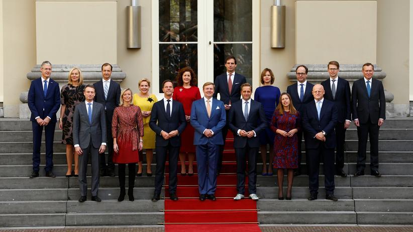 Mit seiner neuen Regierung will Ministerpräsident Mark Rutte sein Land vor Geert Wilders retten.