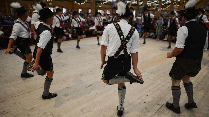 Identität: Deutsch genug? Schuhplattler am Oktoberfest in München