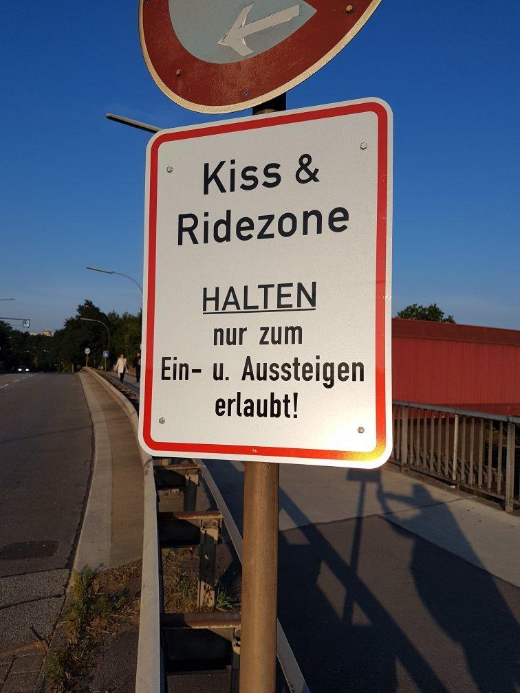 Eine nette Aufforderung, die Parkzone vor dem Bahnhof schnell wieder freizugeben