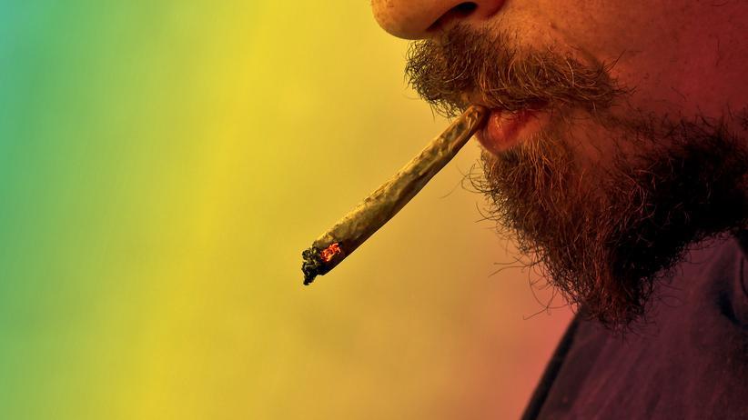 Cannabiskonsum: Kiffen ist verboten, viele Deutsche schert das aber wenig.