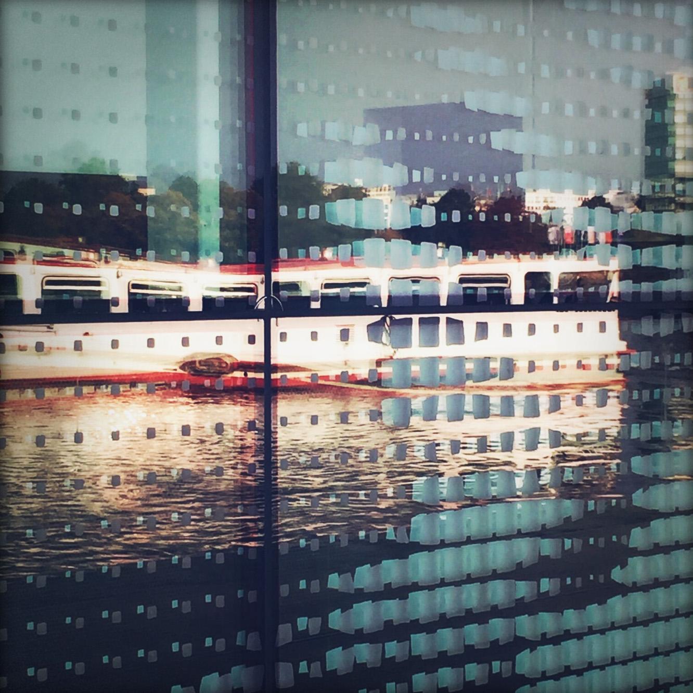 Sonne, Schiffchen, blauer Himmel und Pixel am Jungfernstieg