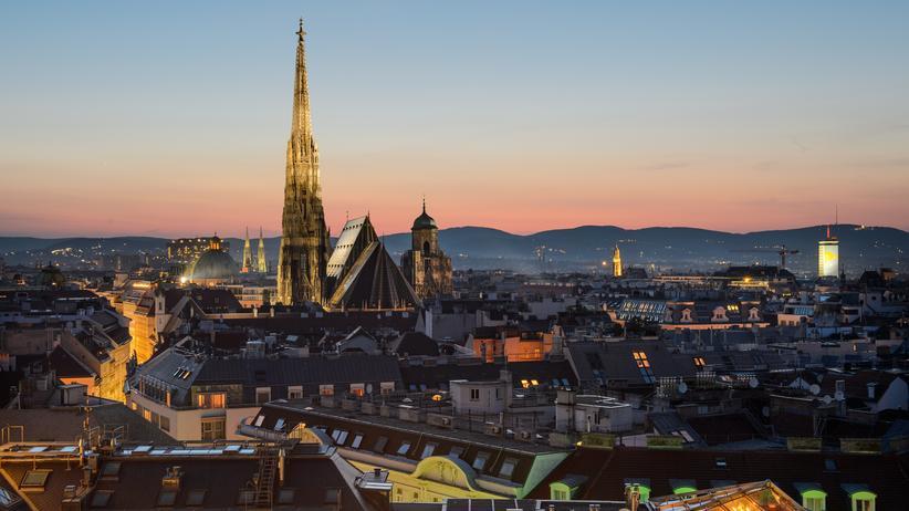 Steuerflucht: Abendstimmung in Wien. Im globalen Vergleich mögen die österreichischen Multis nur Federgewichte sein. Allerdings beherrschen auch sie ebenso wie die Großkonzerne die ausgeklügelte Kunst des Steuersparens.