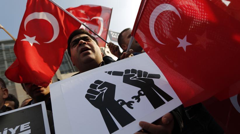 Gülen-Bewegung: Hexenjagd