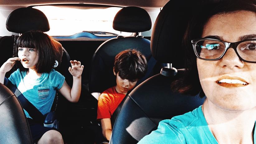 Verkehrssicherheit: Sollten auch ältere Kinder auf dem Rücksitz sitzen?