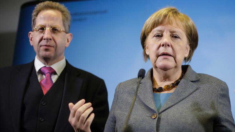Hans-Georg Maaßen: Hans-Georg Maaßen und Angela Merkel im April 2016