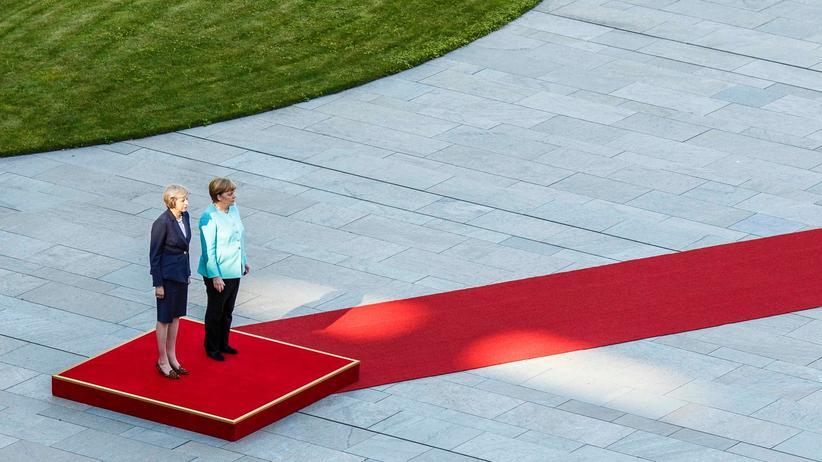 Emanzipation: Angela Merkel und Theresa May in Berlin