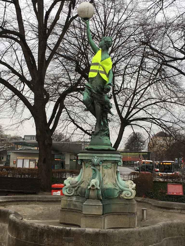 Der Protest geht weiter am Puvogelbrunnen auf dem Wandsbeker Marktplatz