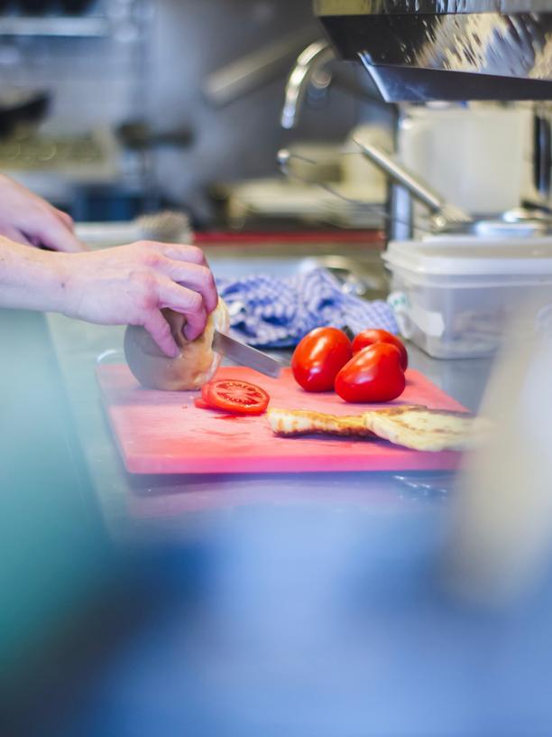 """Ausbildung in der Gastronomie: """"Wer am Ende der Nahrungskette sitzt, hat die Arschkarte"""""""