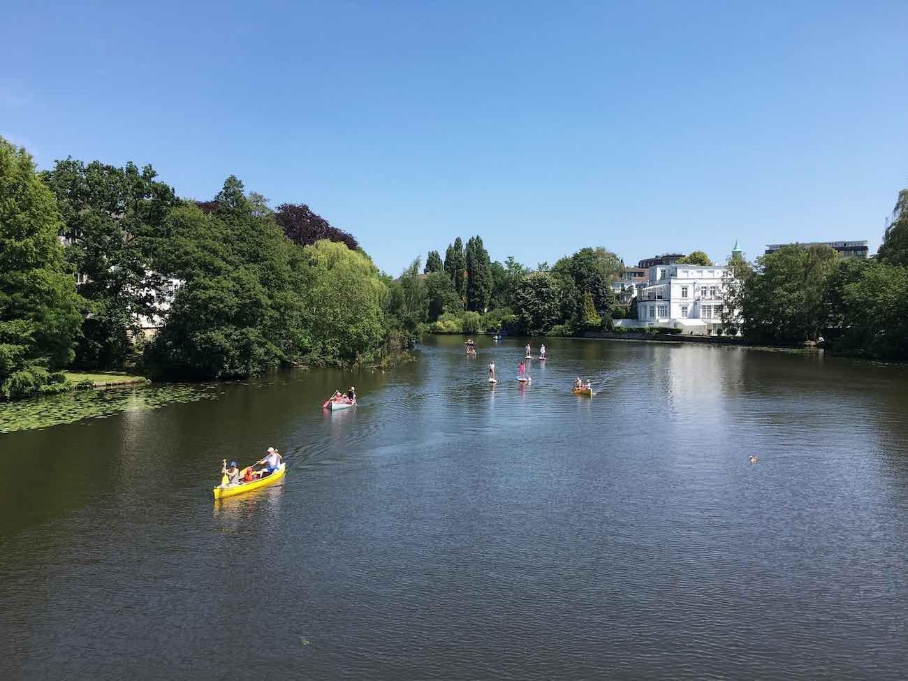 Kleine Erinnerung, wie schön es war: Hamburg paddelt in der Sommersonne …
